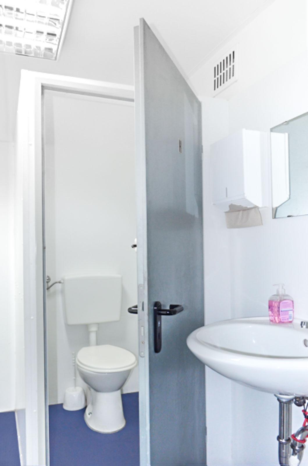 Toiletten Vermietung Aachen - Toilettenwagen Frauentoiletten mit Waschbecken